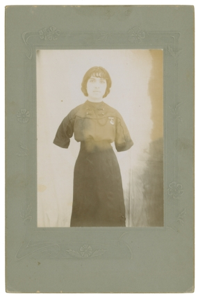 [Original photograph portrait of Concha, an armless Mexican Woman]. Armless Woman.