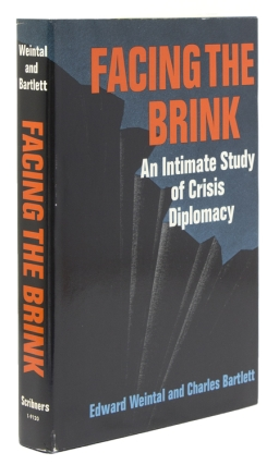 Facing the Brink. A Intimate study of crisis diplomacy. Edward Weintal, Charles Bartlett