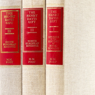 The Henry Davis Gift. A Collection of Bookbindings. Volume I: Studies in the History of...
